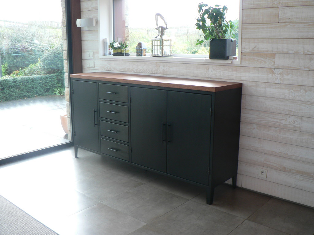 Bahut buffet vaisselier meuble en metal sur mesure for Buffet noir