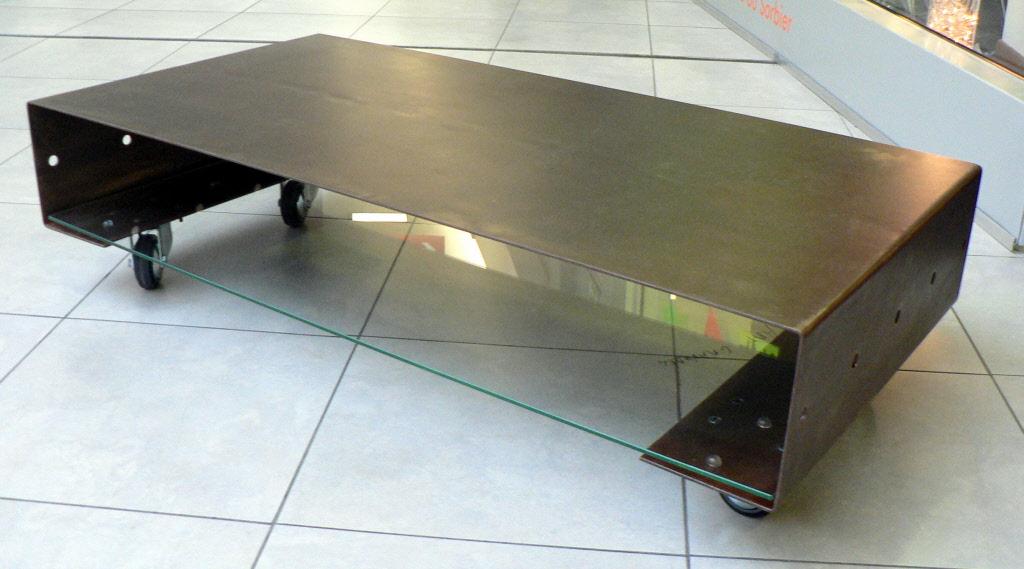 Tables de salon tables basses metal design loft for Position verre sur table