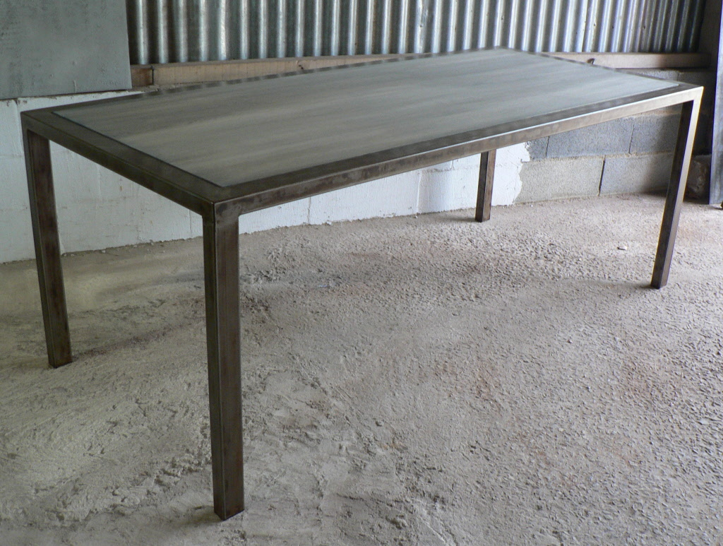 table en metal - Photo