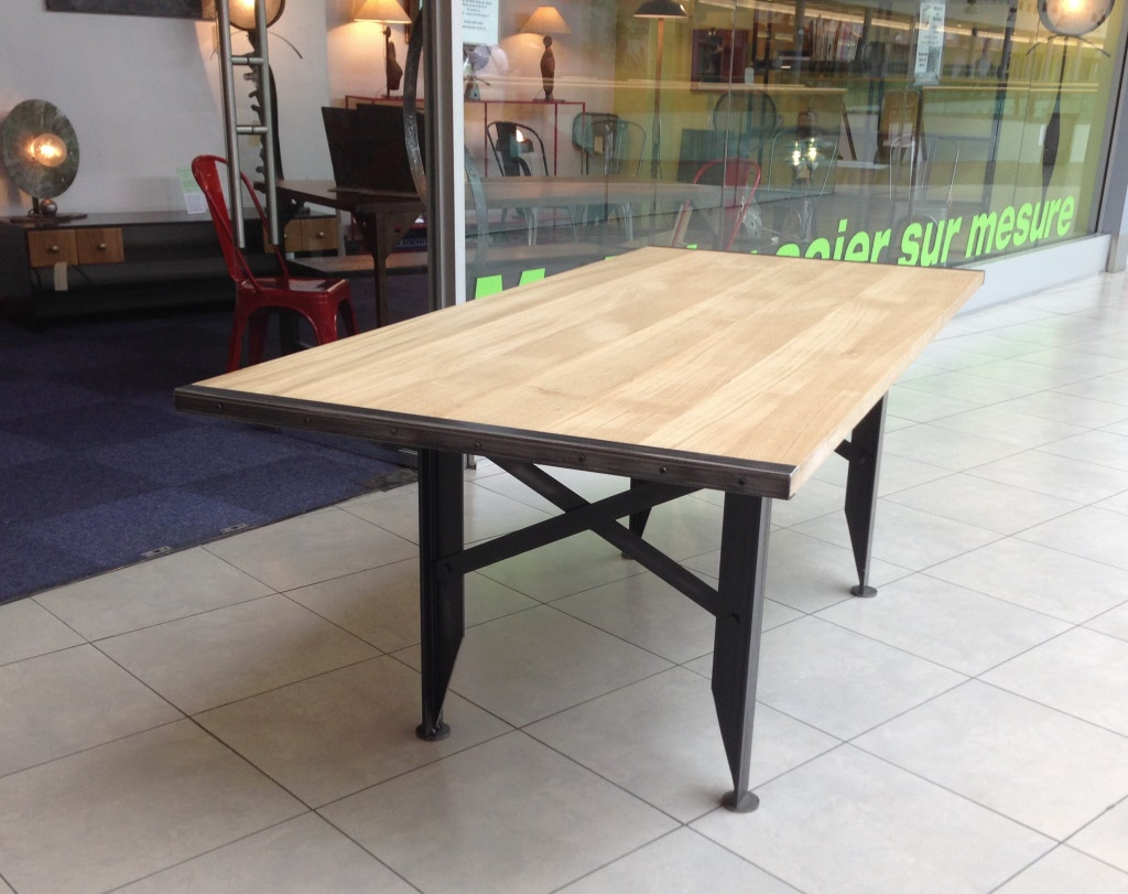 Table a rallonges design loft metal et bois - Table a diner bois et metal ...